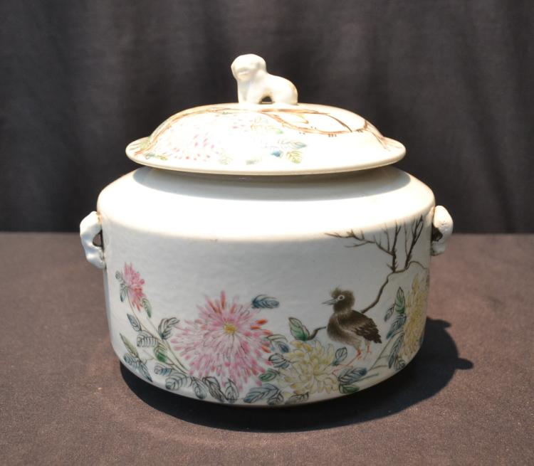 CHINESE PORCELAIN COVERED BOWL WITH BIRDS