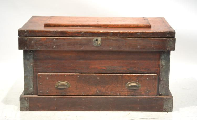 EARLY AMERICAN WOODEN CHEST - TRUNK