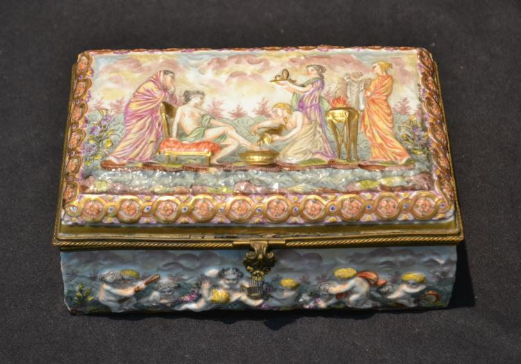 FRENCH CAPODIMONTE HINGED BOX WITH