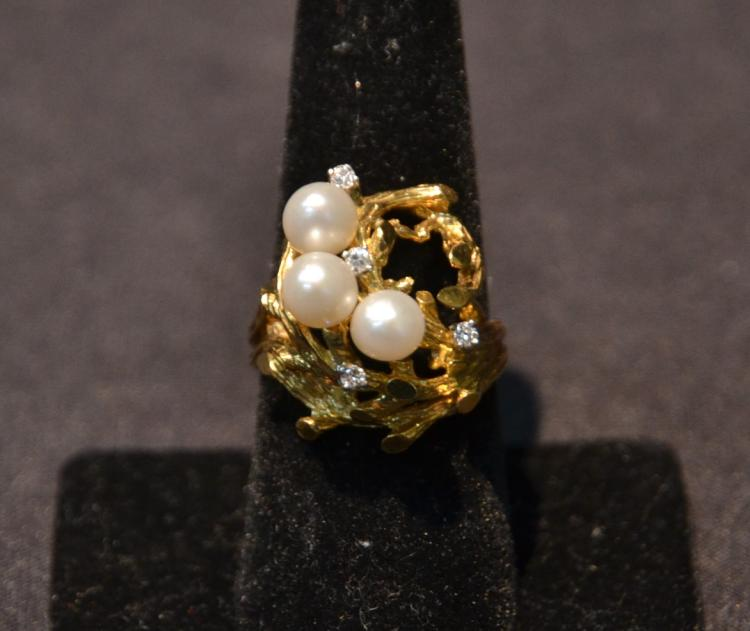 18kt DIAMOND & (3) PEARL RING - SIZE 8 ; 11.6grams
