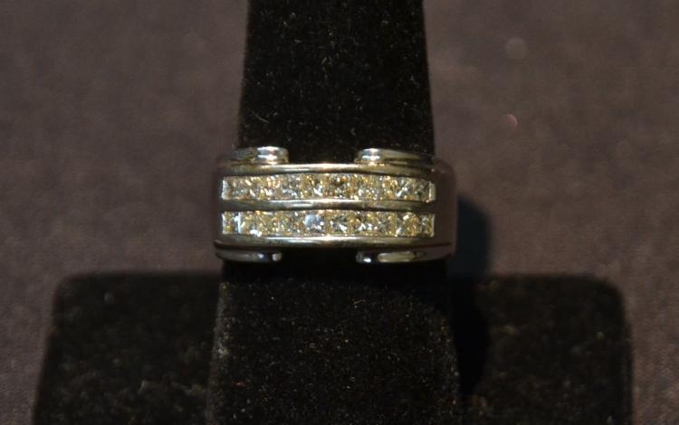 18kt WHITE GOLD & DIAMOND RING - SIZE 8 1/2