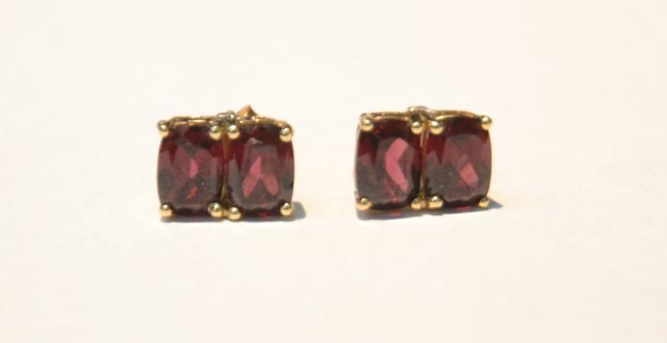 (Pr) 14kt GARNET EARRINGS - 2.1grams