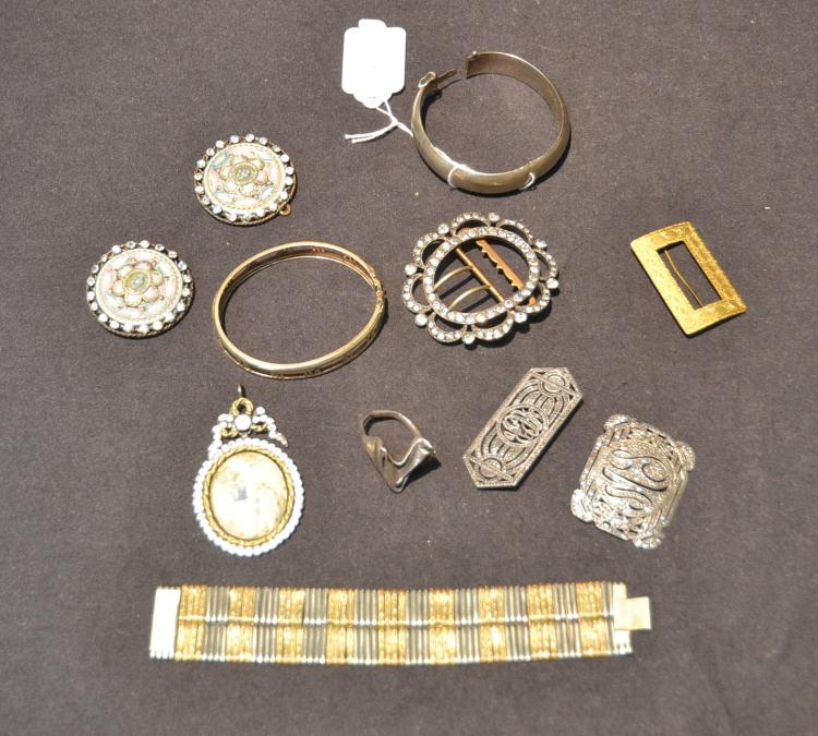 ASSORTED COSTUME JEWELRY INCLUDING