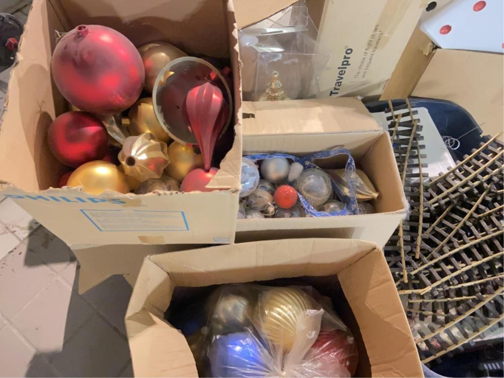 Assorted Miscellaneous Christmas Decor