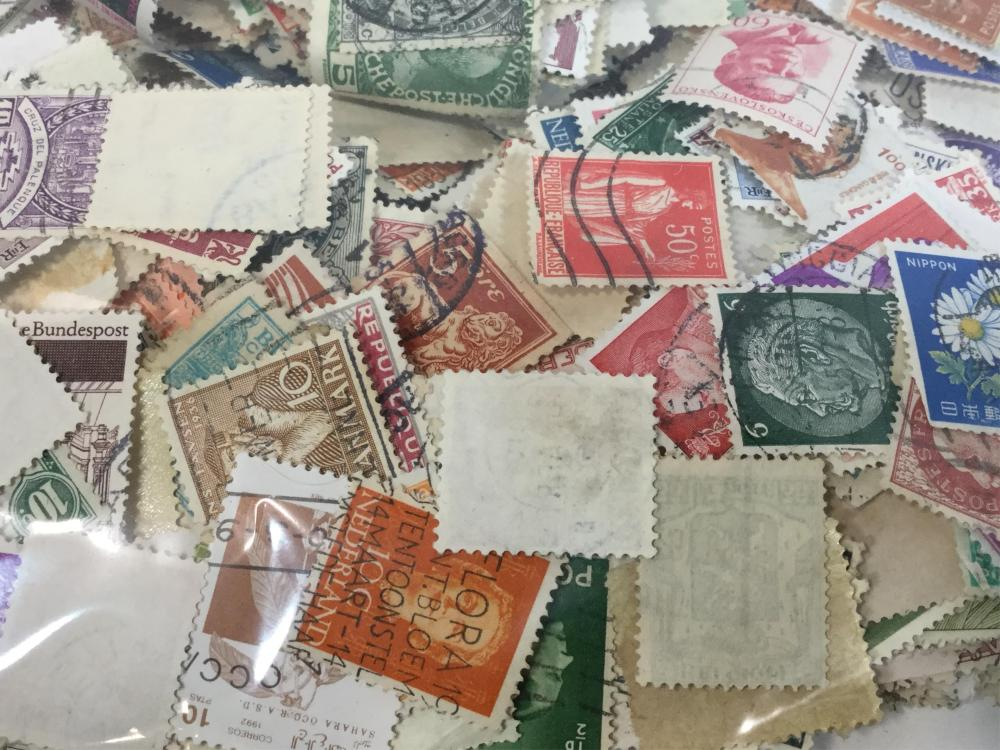 6oz's Of Loose World Wide Stamps