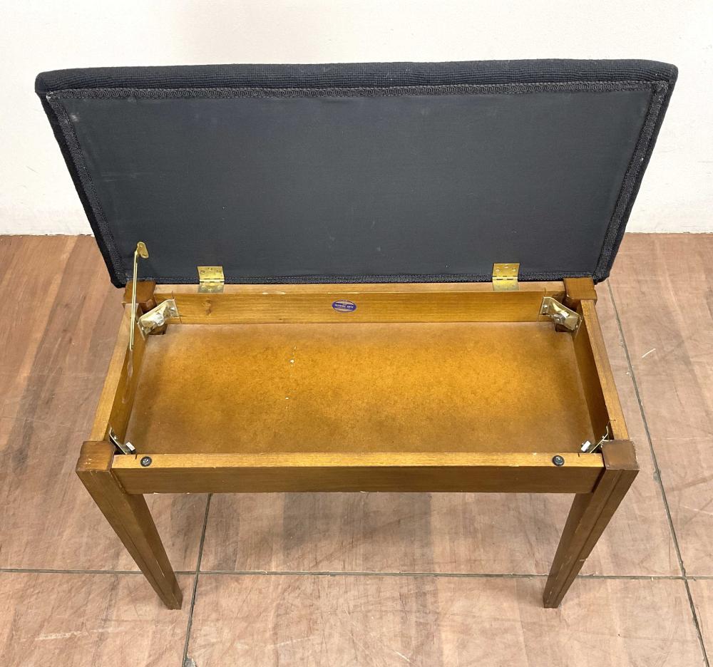 Manual Arts Traditional Needlepoint Piano Bench