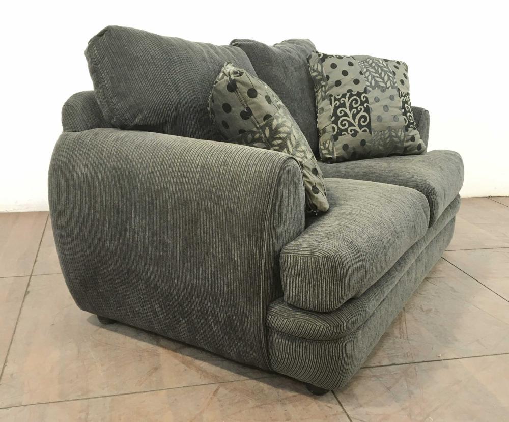 Traditional Upholstered Pillowback Sofa