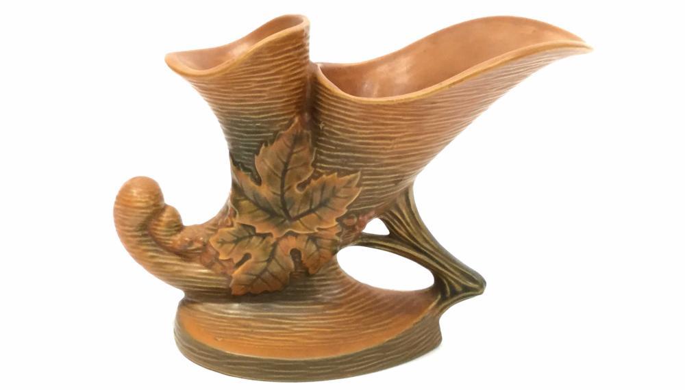 Roseville Bushberry 155-8 Double Cornucopia Vase