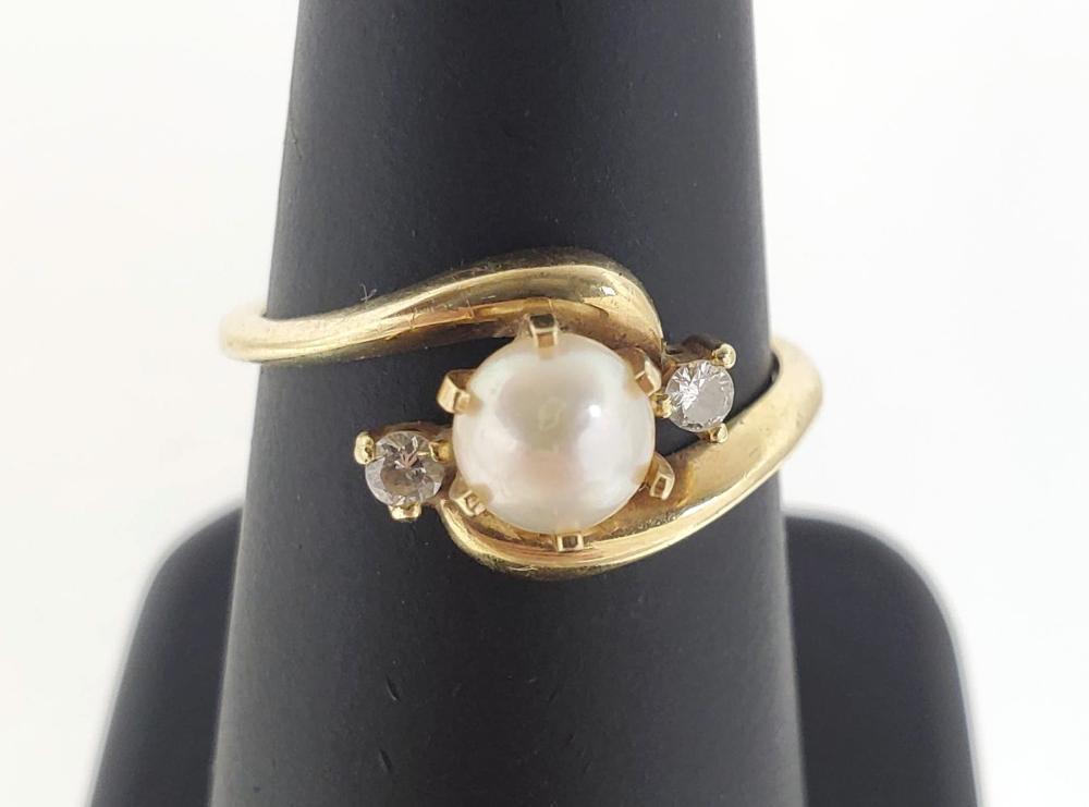 14K Gold Diamond & Pearl Ring Size (6)