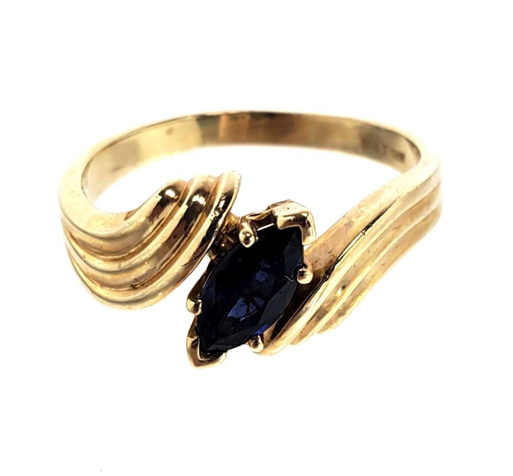 14K Gold & Blue Topaz Ring Size (8)