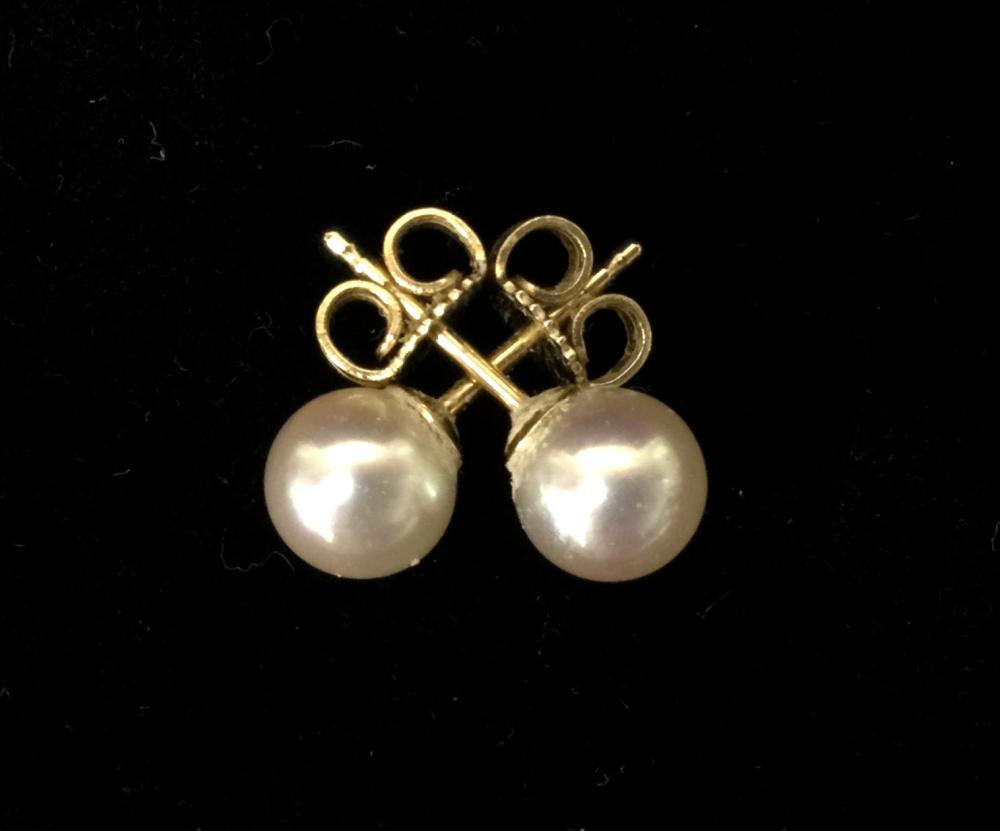 18k Gold Mikimoto Pearl Stud Earrings