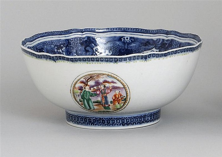 EXPORT PORCELAIN BOWL With blue Fitzhugh-style border and figural cartouches. Diameter 9