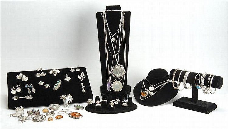 LOT OF ASSORTED STERLING SILVER JEWELRY. Gross weight approx. 18.8 troy oz.