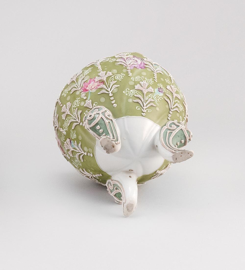 MORIAGE NIPPON PORCELAIN NARCISSUS VASE Ovoid, with tripod base and floral decoration. Height 6.5