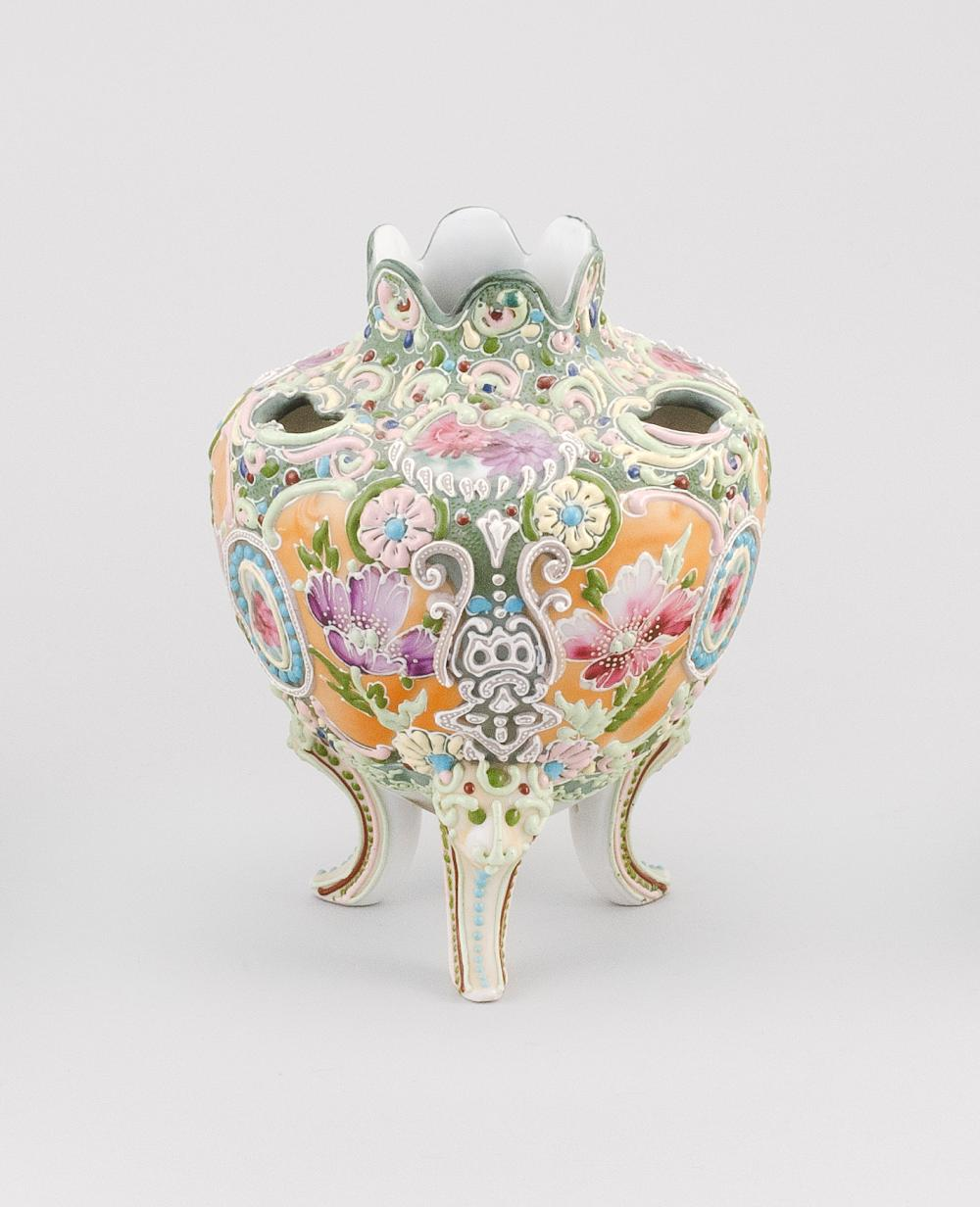 MORIAGE NIPPON PORCELAIN NARCISSUS VASE Ovoid, with tripod base and floral design. Height 7