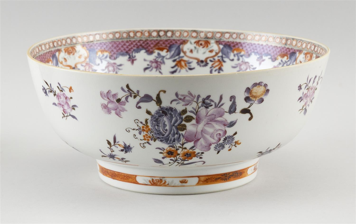 """SAMSON ARMORIAL-STYLE FAMILLE ROSE PORCELAIN BOWL Decorated with floral sprays. Height 4.5"""". Diameter 10""""."""