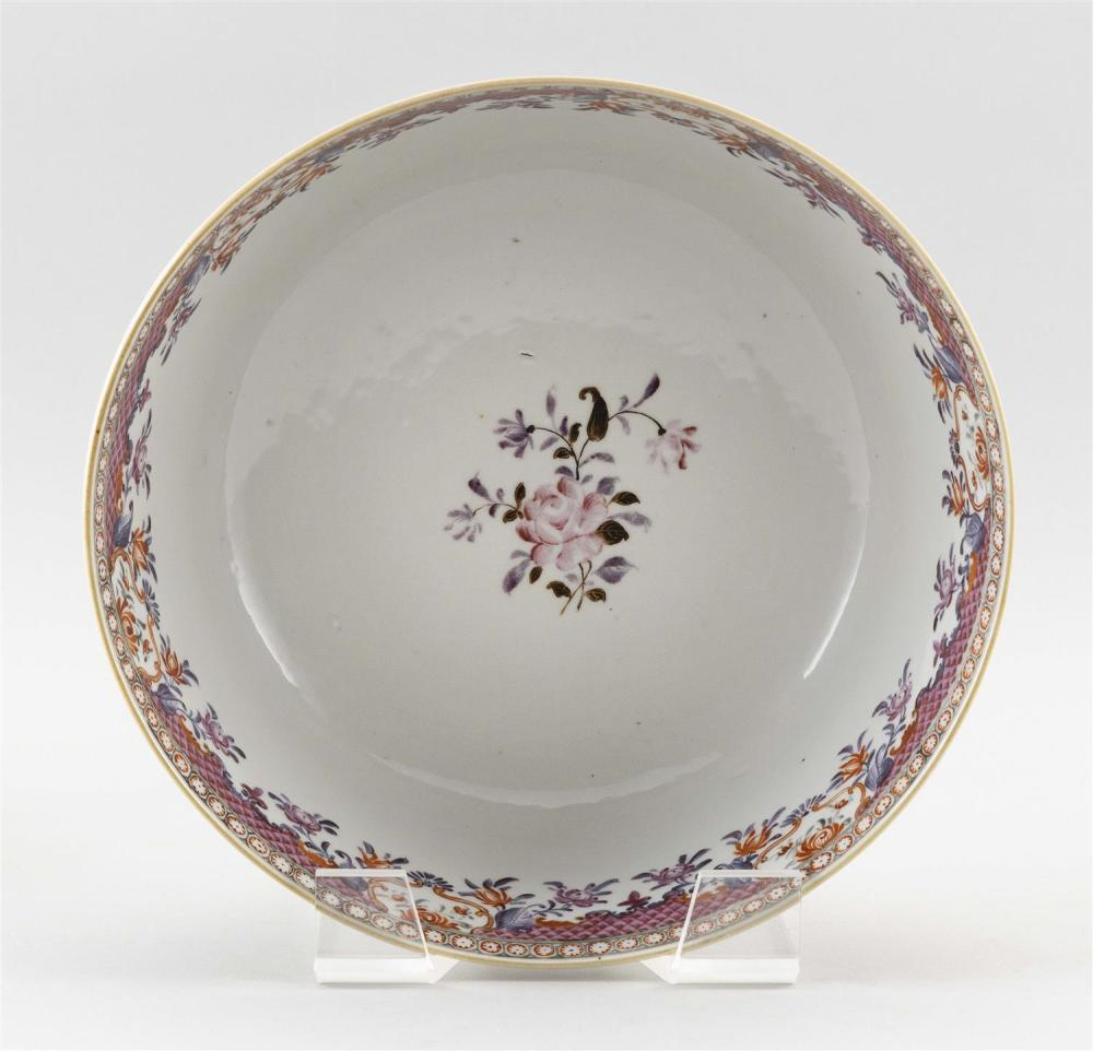 SAMSON ARMORIAL-STYLE FAMILLE ROSE PORCELAIN BOWL Decorated with floral sprays. Height 4.5