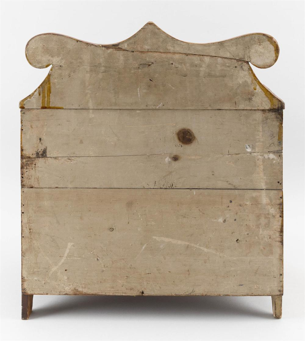 CHILD-SIZE BUREAU In pine. Shaped backsplash over two small drawers over four full-width drawers; drawers with circular wooden pulls...