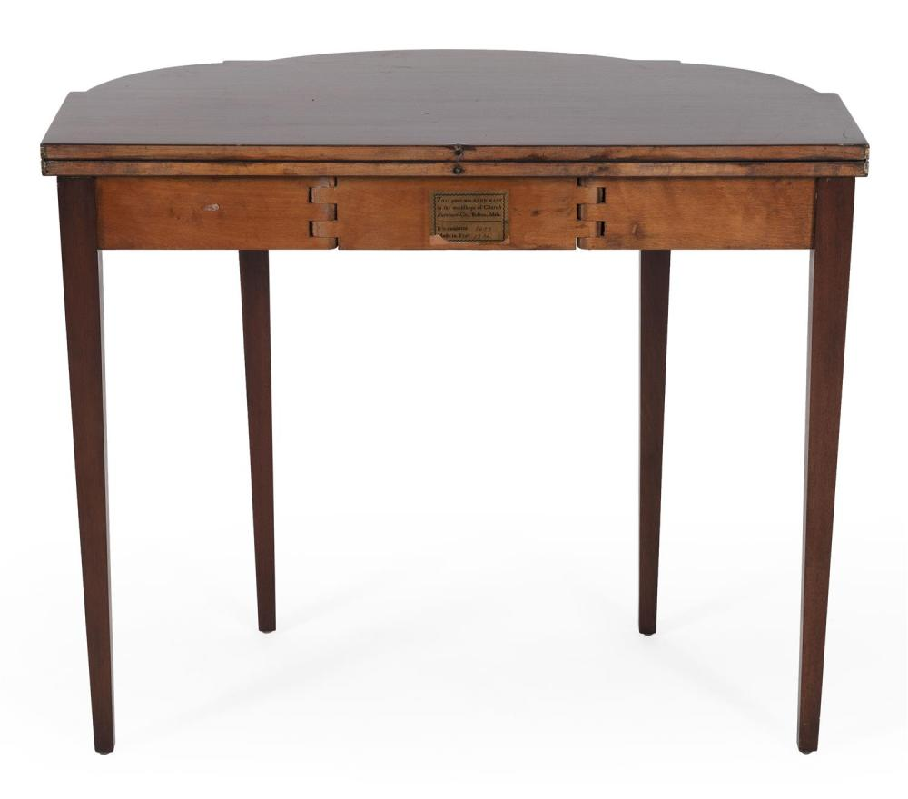 CHARAK FURNITURE COMPANY FEDERAL-STYLE CARD TABLE In mahogany veneer, with fruitwood urn inlay. Square tapered legs. Original label...