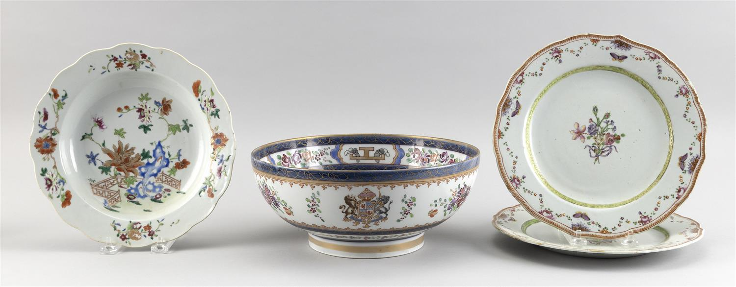 THREE PIECES OF CHINESE EXPORT PORCELAIN AND ONE PIECE OF SAMSON PORCELAIN 1) Chinese export shallow bowl with floral decoration. Di...