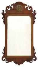 ANTIQUE AMERICAN CHIPPENDALE-STYLE MIRROR In mahogany veneer. With pierced floriform crest. Height 31.5