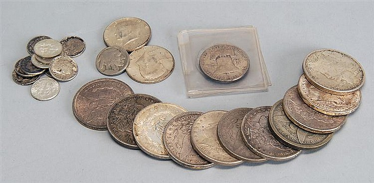 LOT OF ASSORTED UNITED STATES COINS including ten U.S. Morgan dollars, one U.S. Peace dollar, four silver half dollars, eleven silve...