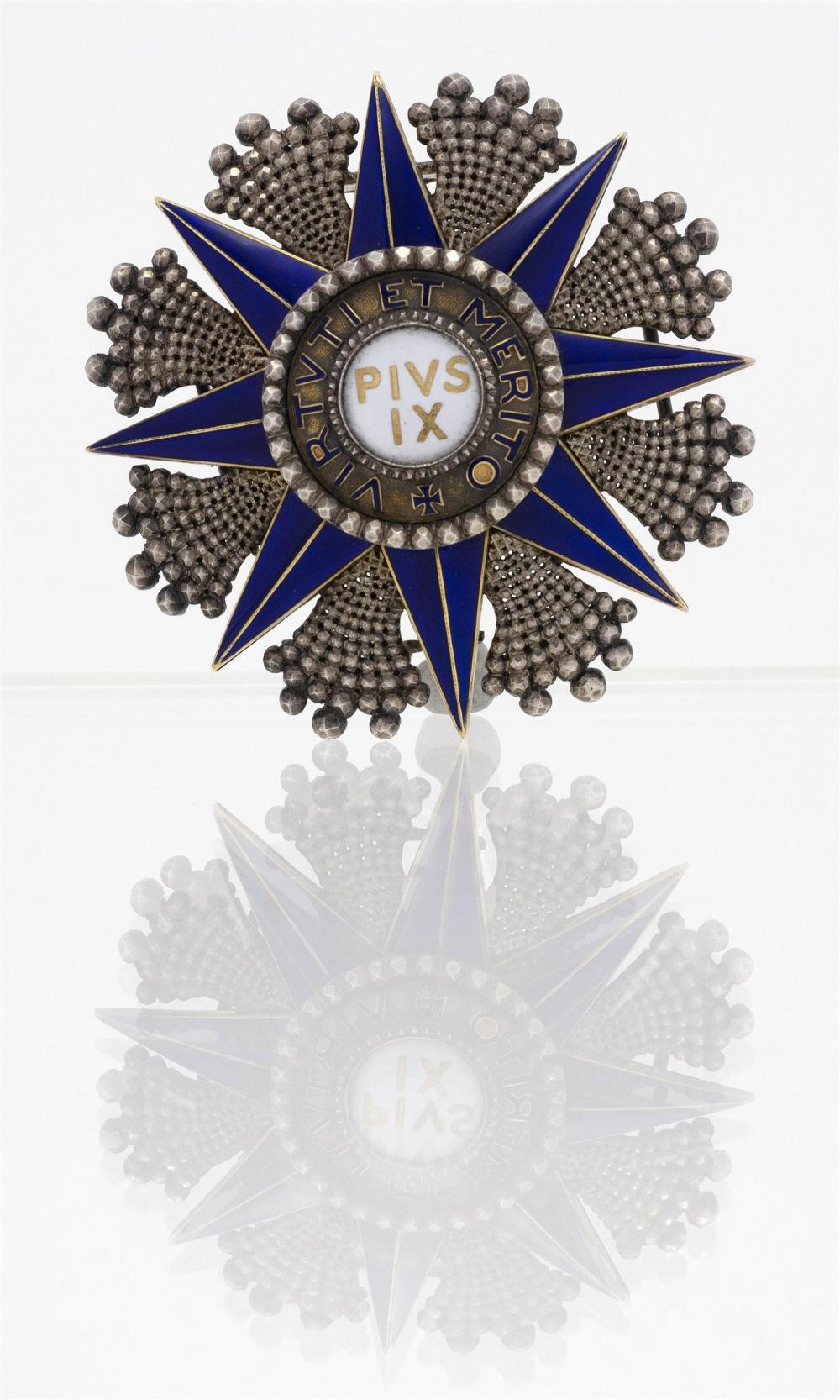"""PAPAL ORDER OF PIUS IX SILVER BREAST STAR Made by Lemaitre, Paris. Silver and enamel. Diameter 2.5""""."""