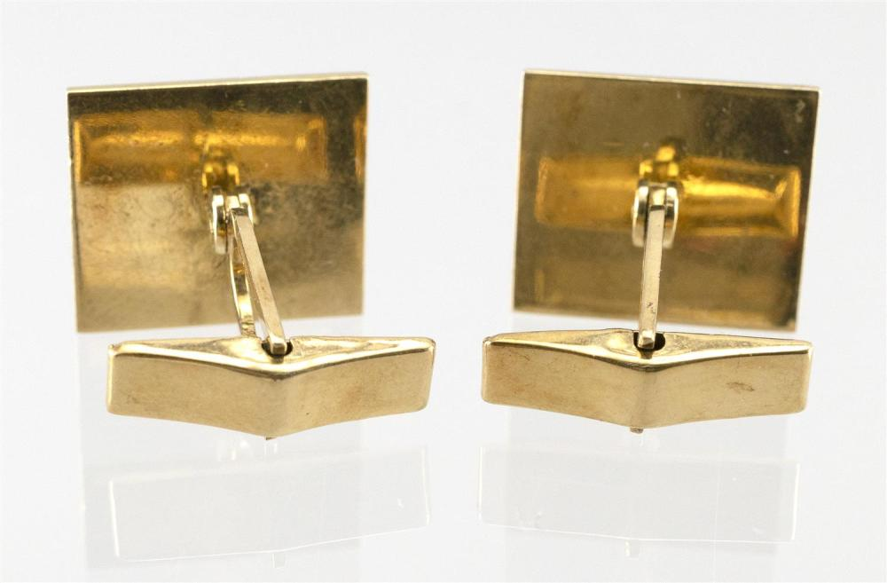 PAIR OF VINTAGE SOUTH AMERICAN 14KT GOLD CUFF LINKS Decorated with pre-Columbian figures. Approx. 8.27 dwt.