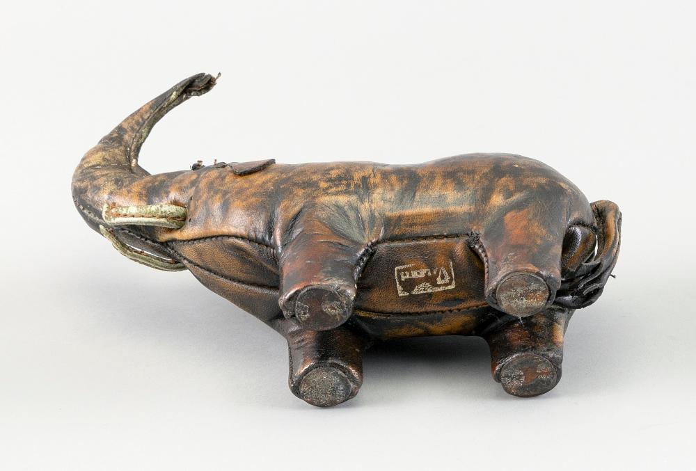 ABERCROMBIE & FITCH LEATHER ELEPHANT-FORM PAPERWEIGHT 20th Century Height 6.25