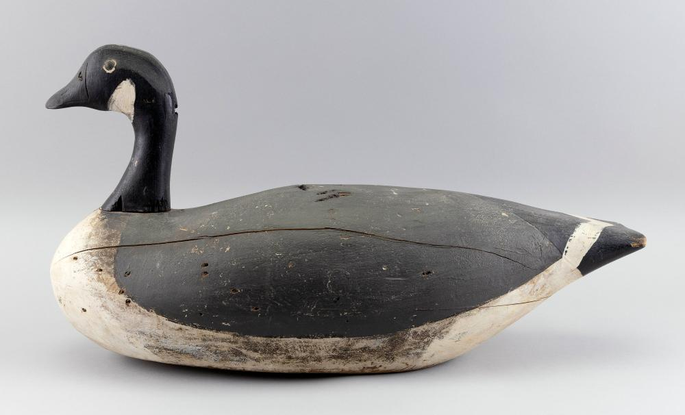 SOUTHEASTERN MASSACHUSETTS CANADA GOOSE DECOY Early 20th Century Length 26