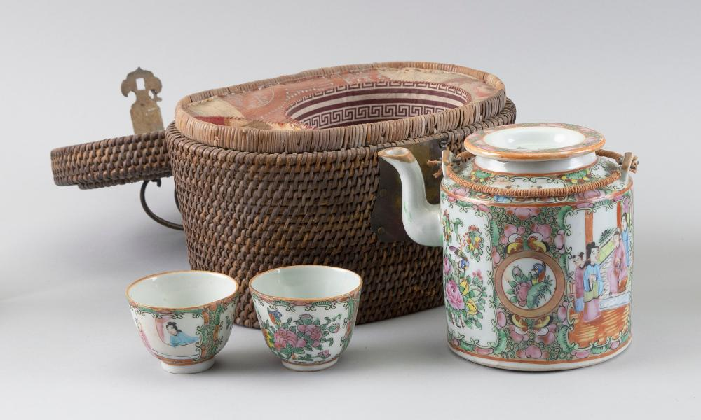 CHINESE EXPORT ROSE MEDALLION PORCELAIN TRAVELING TEA SERVICE Late 19th Century Teapot height 5.5
