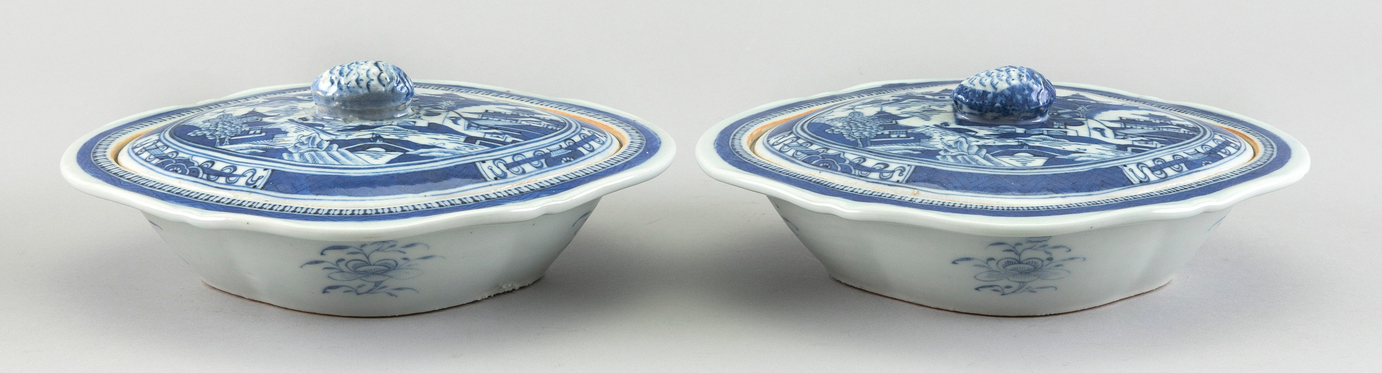"""PAIR OF CHINESE EXPORT NANKING PORCELAIN COVERED VEGETABLE DISHES 19th Century Heights 3.5"""". Lengths 9""""."""