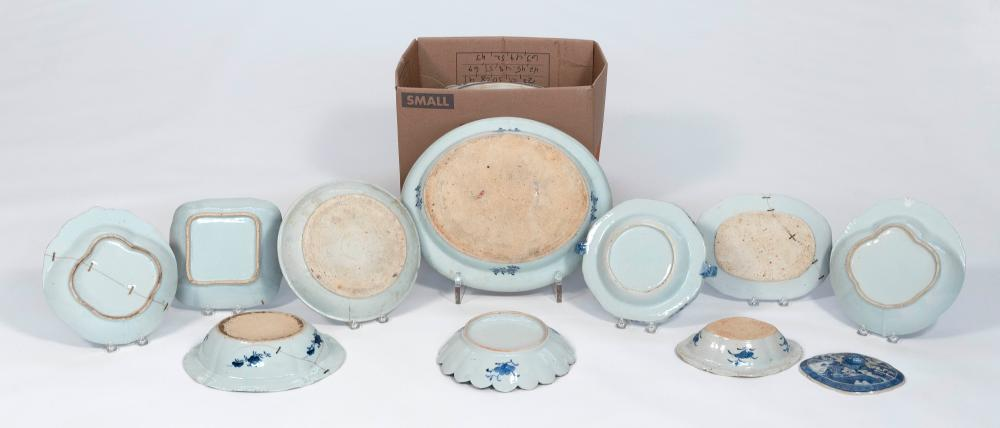 APPROX. TWENTY-FOUR CHINESE EXPORT CANTON PORCELAIN SERVING PIECES 19th-20th Century