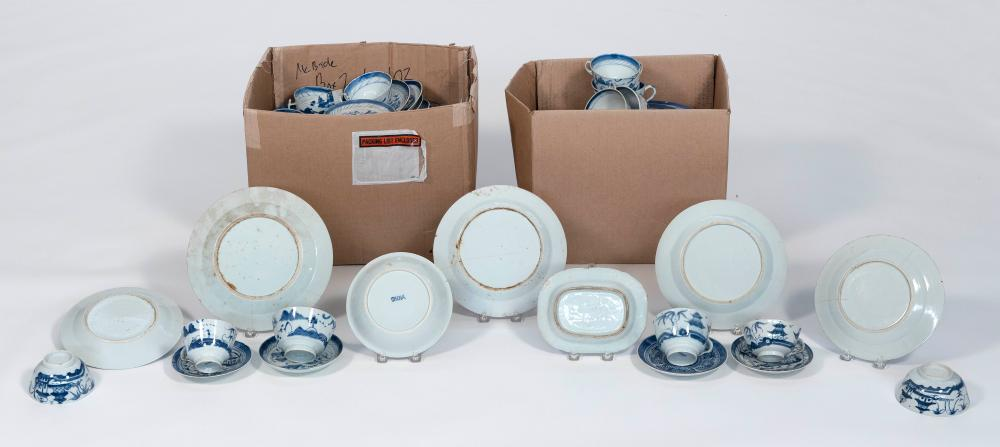 LARGE LOT OF CHINESE EXPORT CANTON PORCELAIN 19th/20th Century
