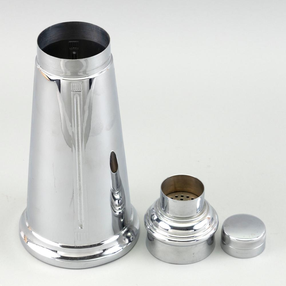SILVER PLATED LIGHTHOUSE-FORM COCKTAIL SHAKER 20th Century Height 11.5