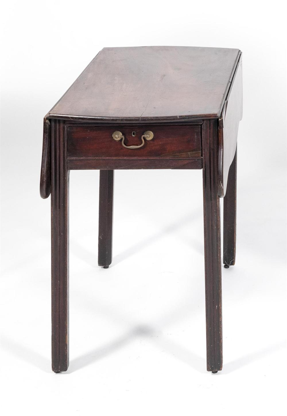 ENGLISH PEMBROKE TABLE Fourth Quarter of the 18th Century Height 29.25
