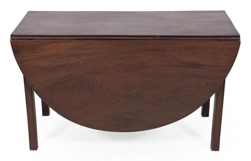 CHIPPENDALE DROP-LEAF TABLE Boston, Circa 1780 Height 28