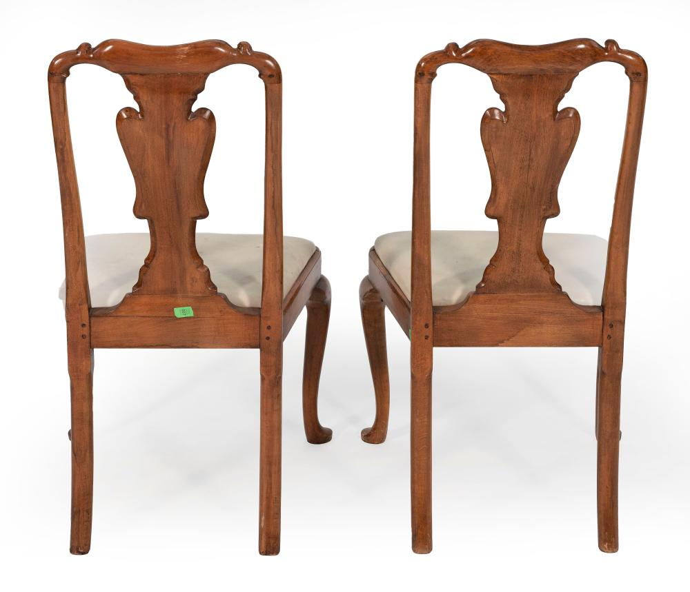 SET OF TEN QUEEN ANNE-STYLE CHAIRS Late 19th Century Back heights 38.5