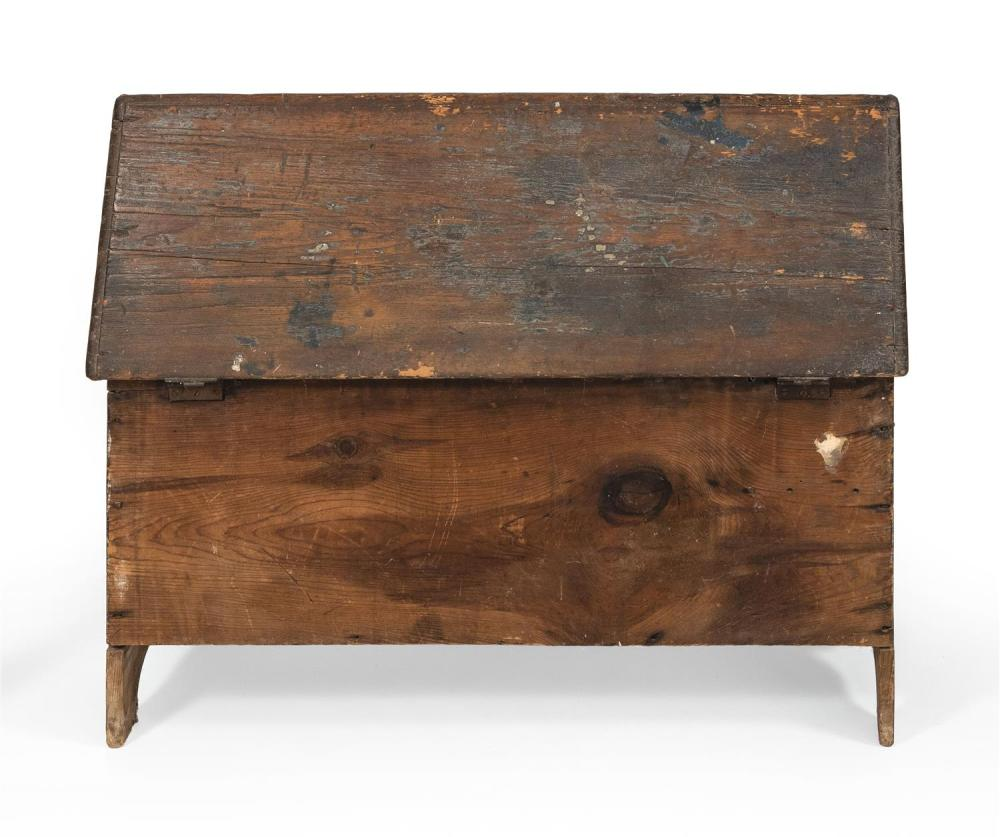 SIX-BOARD BLANKET CHEST America, Early 18th Century Height 19.75