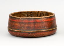 COUNTRY FRENCH TURNED WOODEN BOWL Painted red and black. Height 4