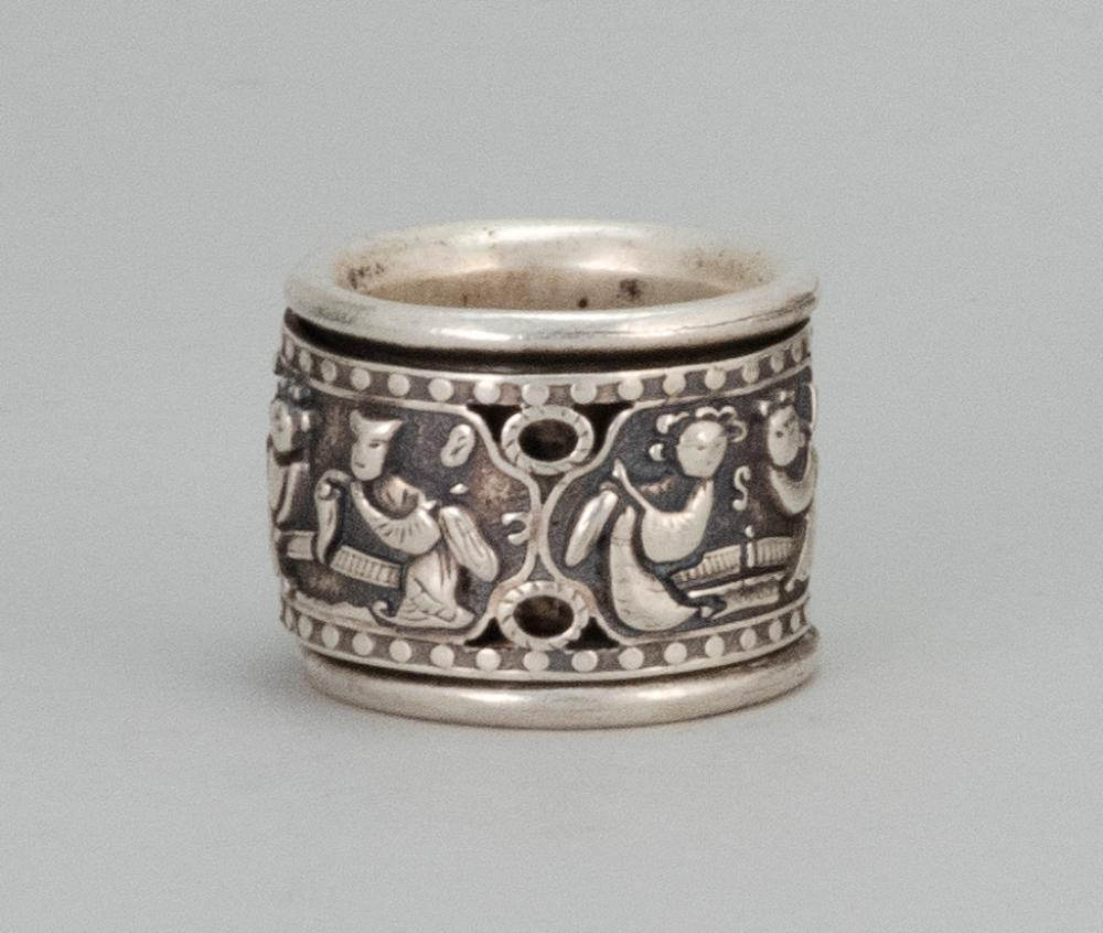 Lot 991: CHINESE SILVER THUMB RING With articulated repoussé figural band. Silver mark on interior.