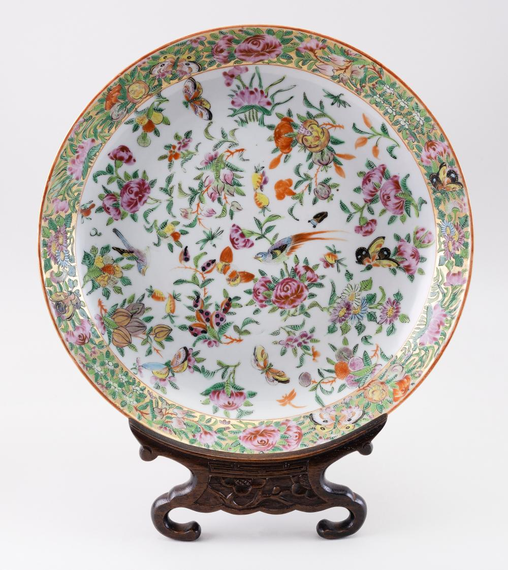 """CHINESE EXPORT FAMILLE ROSE PORCELAIN SHALLOW DISH 19th Century Diameter 11""""."""