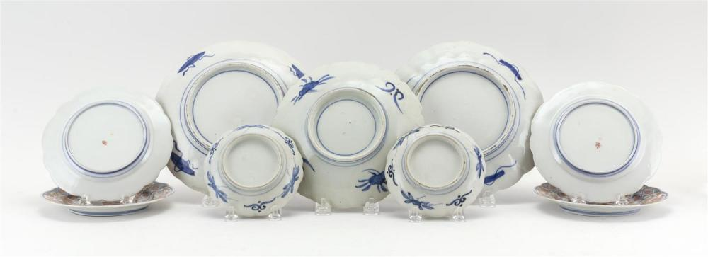 NINE ASSORTED JAPANESE IMARI DISHES A pair of 4.75