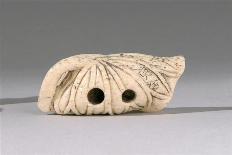 Lot Carved Bone Netsuke In The Form Of A Spider Resting On A Curled Lotus Leaf Signed Length 2 5 Cm