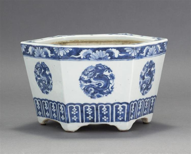 BLUE AND WHITE PORCELAIN JARDINIÈRE In hexagonal form with four-claw dragon rondels. Diameter 9.5