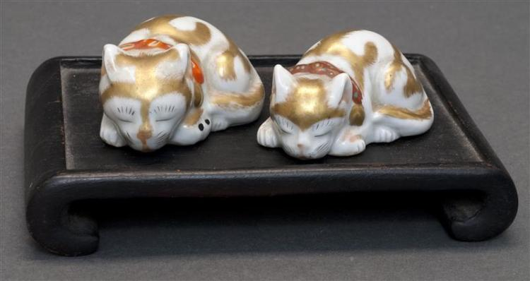TWO MINIATURE SATSUMA PORCELAIN CAT FIGURES Mother and kitten in reclining positions. Lengths 2