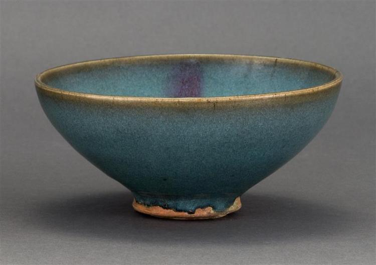 JUNYAO STONEWARE BOWL With lavender splash glaze on a turquoise ground. Diameter 6.5