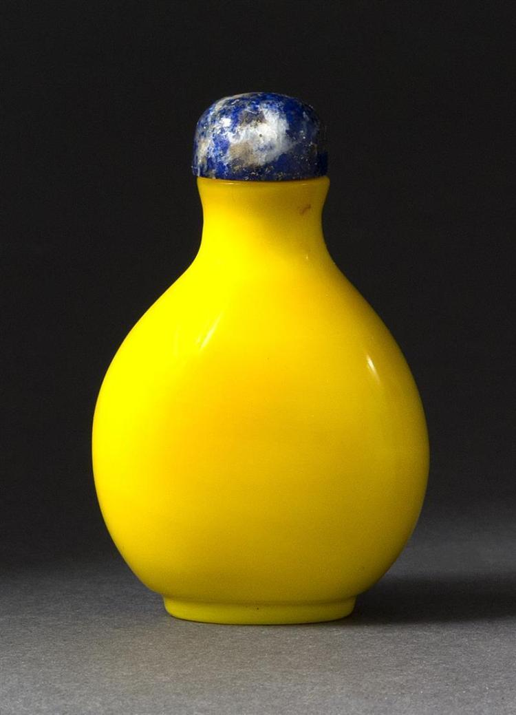 IMPERIAL YELLOW GLASS SNUFF BOTTLE In pear shape. Height 2.25