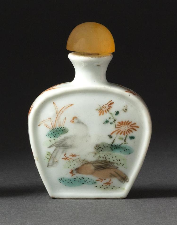 POLYCHROME PORCELAIN SNUFF BOTTLE In spade shape with rooster and hen design. Four-character Yongzheng mark on base. Height 2.5