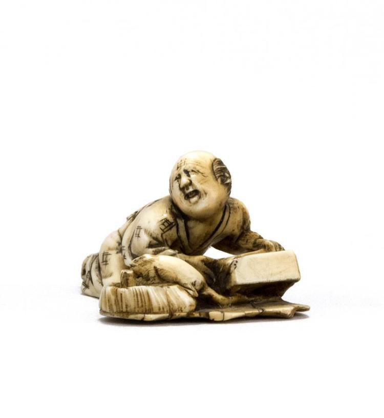 IVORY NETSUKE In the form of a disappointed rat catcher. Length 1.8